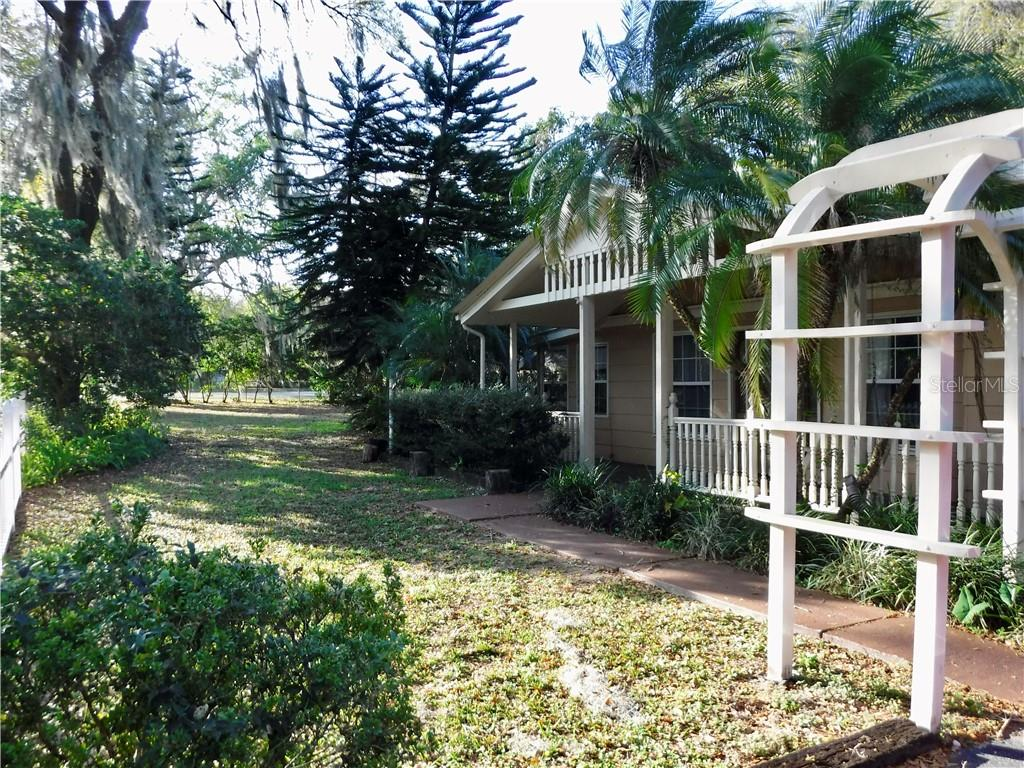 Photo for 304 E Tennessee Ave, SEFFNER, FL 33584 (MLS # T3225856)