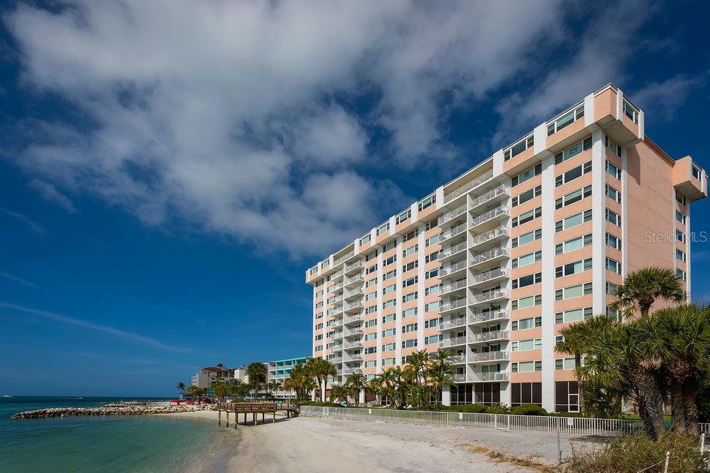 Photo for 675 S Gulfview Boulevard, Unit 1102, CLEARWATER BEACH, FL 33767 (MLS # U8082330)