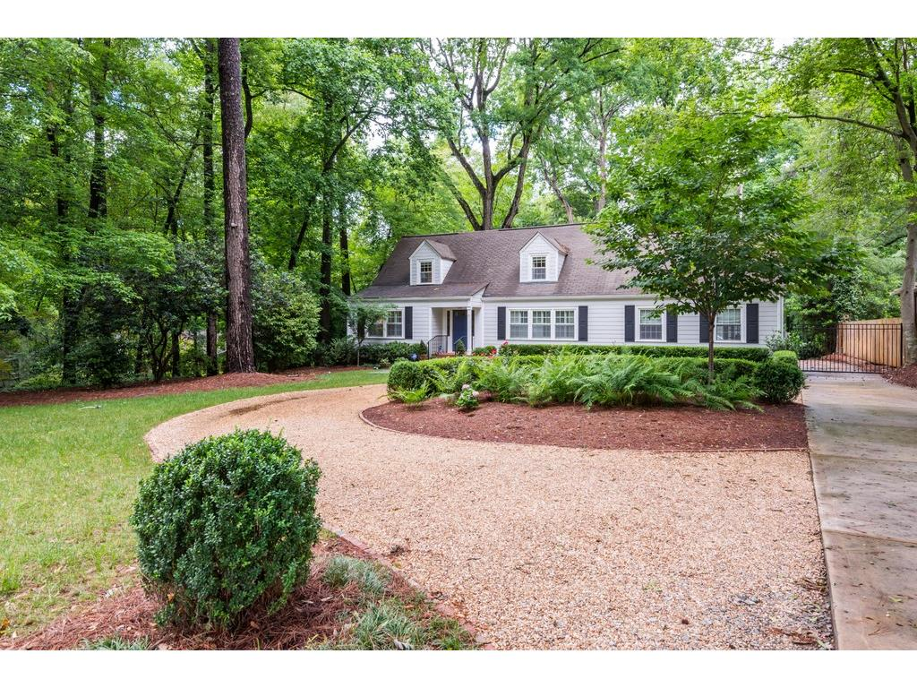 Photo for 1403 Moores Mill Road NW, Atlanta, GA 30327 (MLS # 5918684)