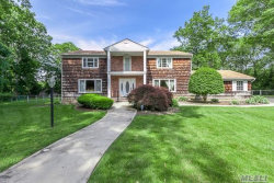 Photo of 9 Jeanine Ct, Dix Hills, NY 11746 (MLS # 2985513)