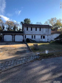 Photo of 4 Coventry Ct, Wheatley Heights, NY 11798 (MLS # 2987502)