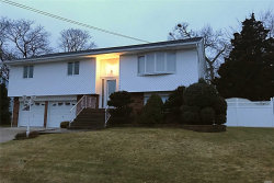 Photo of 565 N Jefferson Ave, Lindenhurst, NY 11757 (MLS # 3003913)