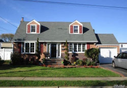 Photo of 9 Elsie Ln, Farmingdale, NY 11735 (MLS # 3031675)