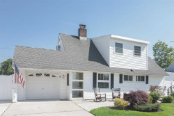 Photo of 9 Deep Ln, Wantagh, NY 11793 (MLS # 3032735)