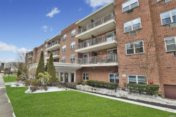 Photo of 10 Ipswich Ave , Unit 3J, Great Neck, NY 11021 (MLS # 3112477)