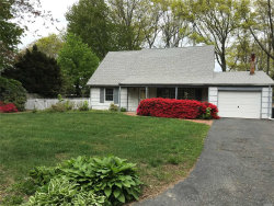 Photo of 17 Stratton Ln, Stony Brook, NY 11790 (MLS # 3118734)