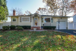 Photo of 28 Sherbrooke Dr, Smithtown, NY 11787 (MLS # 3181024)