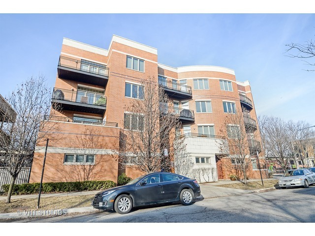 Photo for 4150 N Kenmore Avenue, Unit Number 303, CHICAGO, IL 60613 (MLS # 09525143)