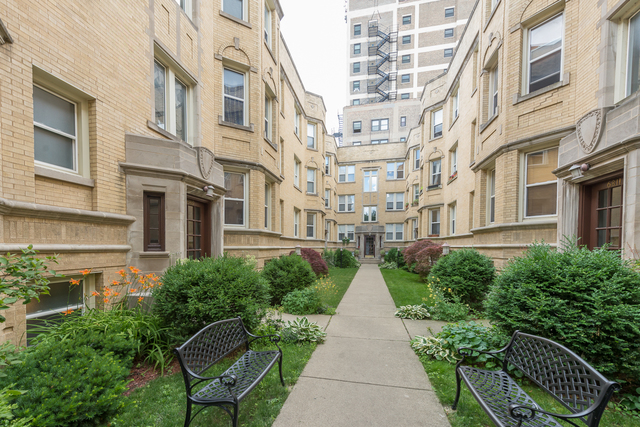 Photo for 6817 N Lakewood Avenue, Unit Number 3E, CHICAGO, IL 60626 (MLS # 09673970)