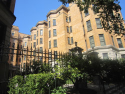 Photo of 550 W Surf Street, Unit Number 119, CHICAGO, IL 60657 (MLS # 09758323)