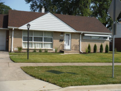 Photo of 1137 Portsmouth Avenue, WESTCHESTER, IL 60154 (MLS # 09794435)