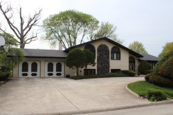 Photo of 8600 Heather Drive, BURR RIDGE, IL 60527 (MLS # 09798954)