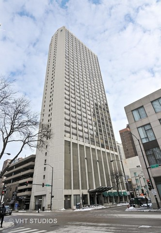 Photo for 2 E Oak Street, Unit Number 2810, CHICAGO, IL 60611 (MLS # 09855187)