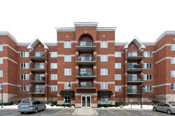 Photo of 3401 N Carriageway Drive, Unit Number 310, ARLINGTON HEIGHTS, IL 60004 (MLS # 09860817)
