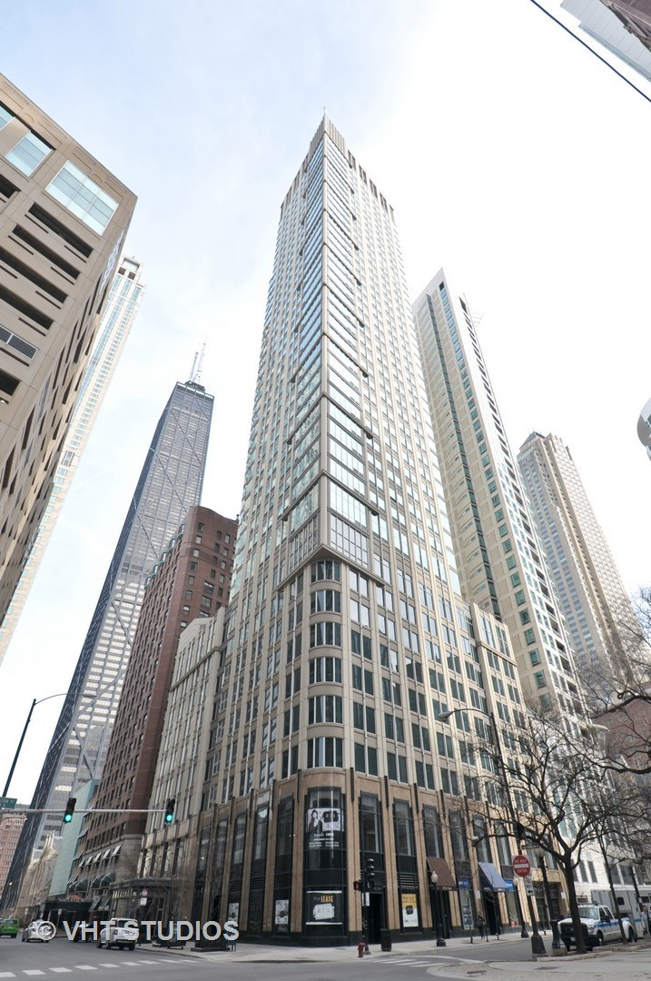 Photo for 57 E Delaware Place, Unit Number 1805, CHICAGO, IL 60611 (MLS # 09880574)