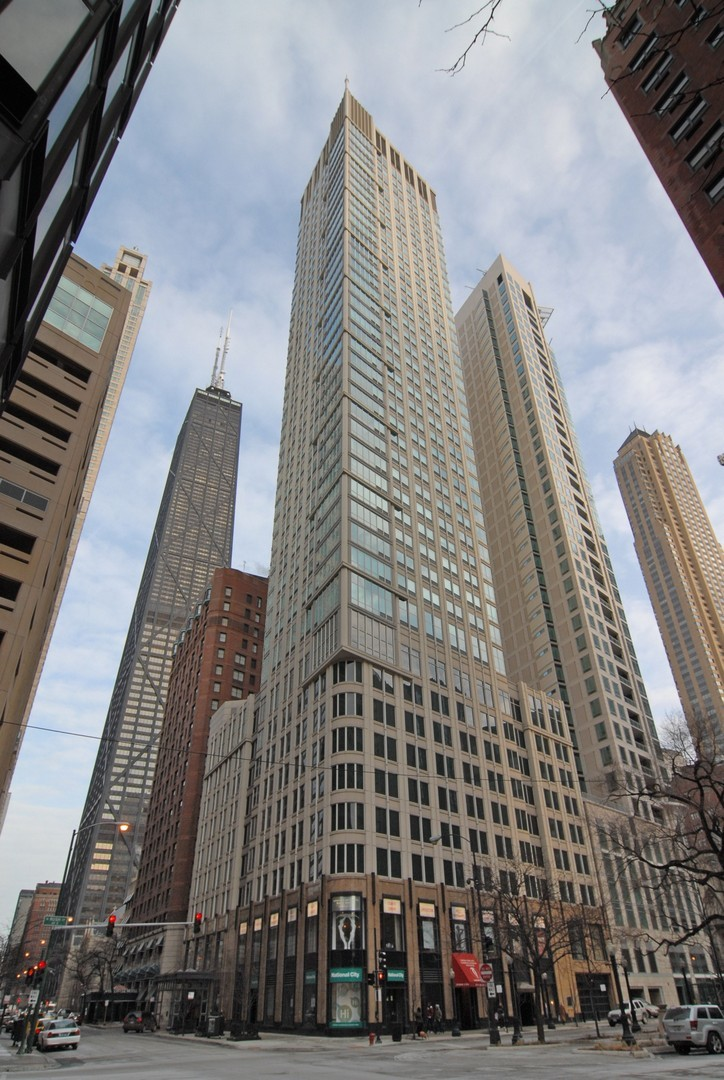 Photo for 57 E Delaware Place, Unit Number 2504, CHICAGO, IL 60611 (MLS # 09981312)