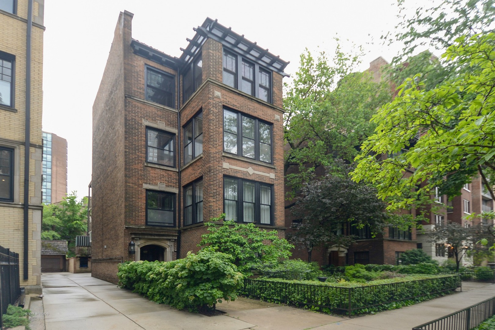Photo for 639 W Sheridan Road, Unit Number 1, CHICAGO, IL 60613 (MLS # 09983770)