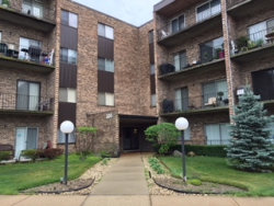 Photo of 701 W Huntington Commons Road, Unit Number 109, MOUNT PROSPECT, IL 60056 (MLS # 10017978)