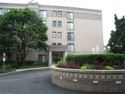 Photo of 4757 W Howard Street, Unit Number 403, SKOKIE, IL 60076 (MLS # 10019426)