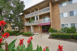 Photo of 930 Beau Drive, Unit Number 102, DES PLAINES, IL 60016 (MLS # 10020914)