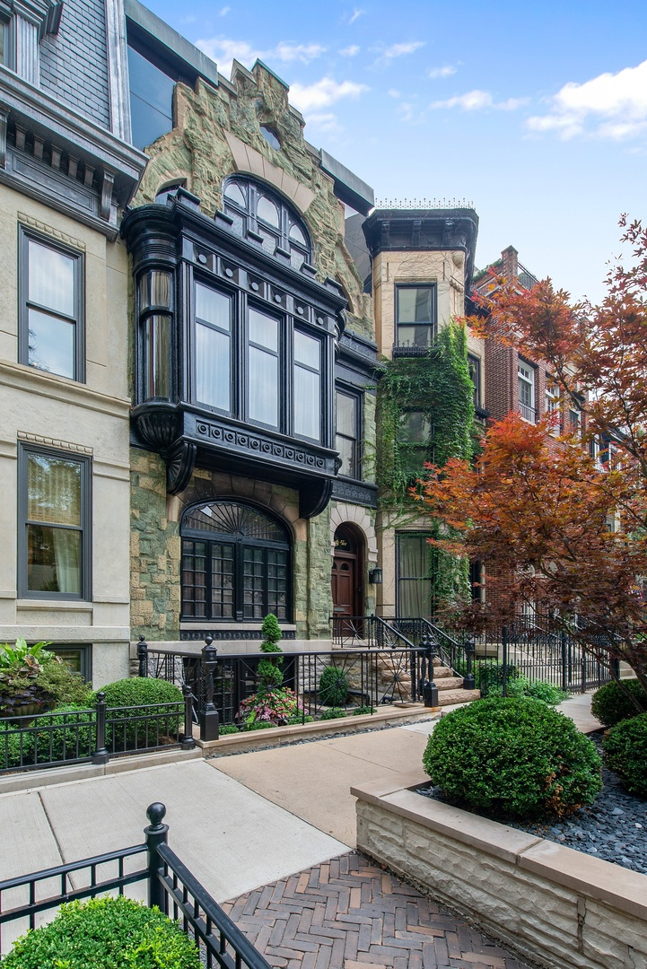 Photo for 65 E Bellevue Place, CHICAGO, IL 60611 (MLS # 10080347)