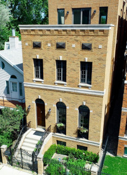 Photo of 2335 N Southport Avenue, CHICAGO, IL 60614 (MLS # 10111917)