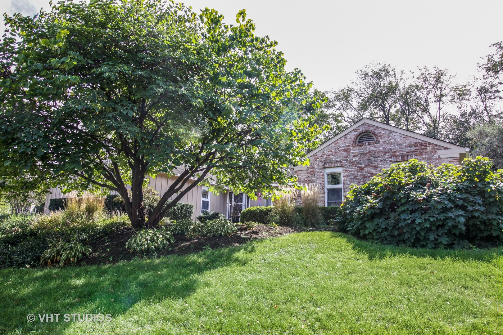 Photo for 1401 Golden Bell Court, DOWNERS GROVE, IL 60515 (MLS # 10133973)