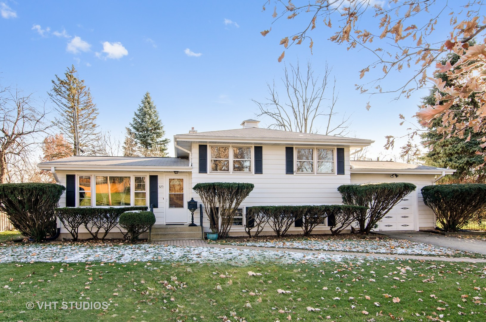 Photo for 325 W Oriole Trail, CARY, IL 60013 (MLS # 10142425)