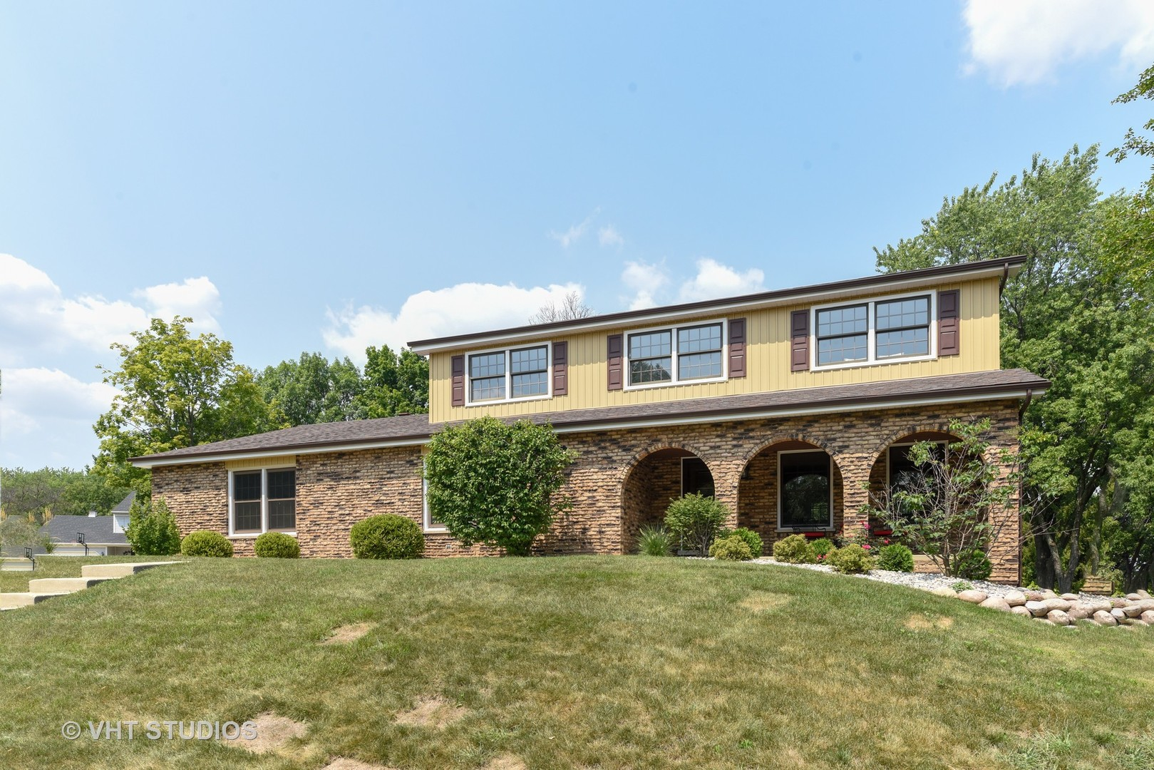Photo for 1212 Barneswood Drive, DOWNERS GROVE, IL 60515 (MLS # 10265726)