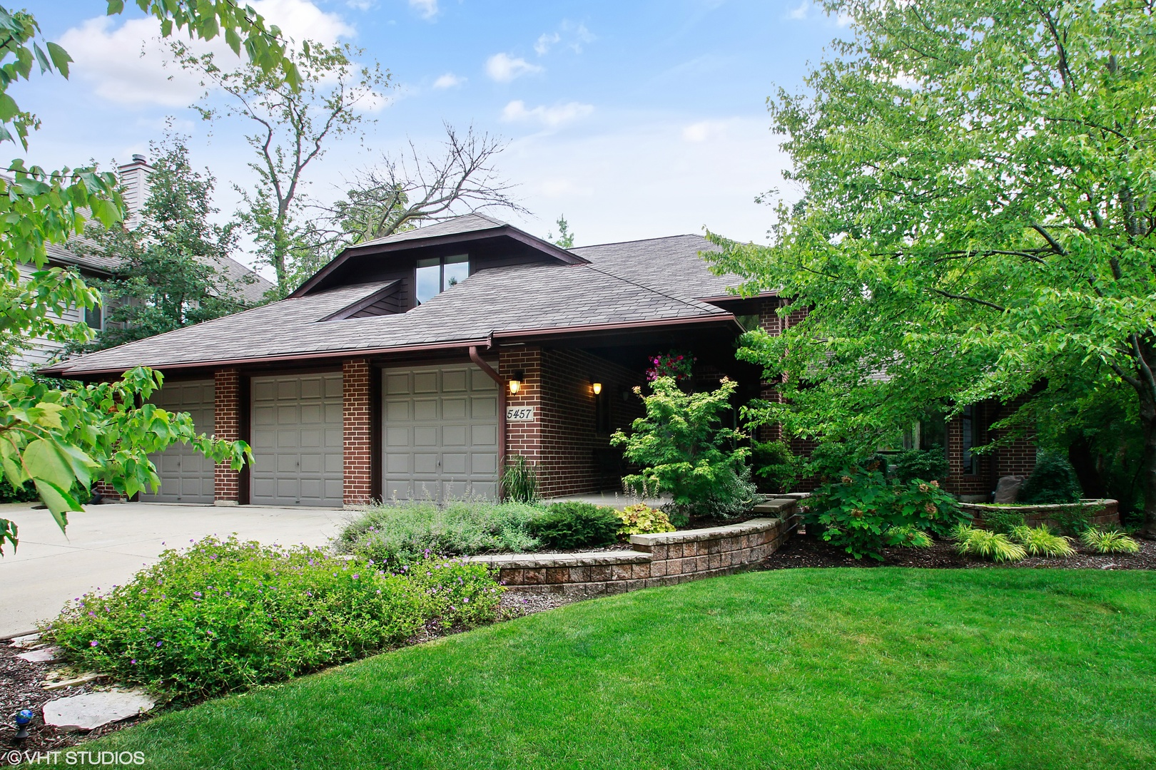 Photo for 5457 Bending Oaks Place, DOWNERS GROVE, IL 60515 (MLS # 10266019)