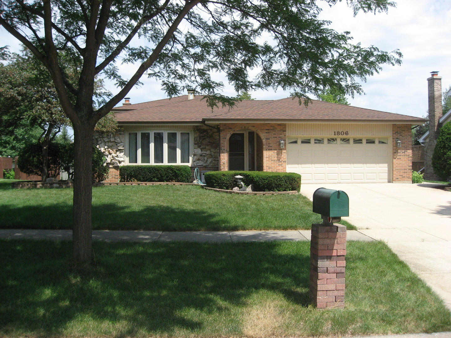 Photo for 1806 Northbridge Place, DOWNERS GROVE, IL 60516 (MLS # 10268161)