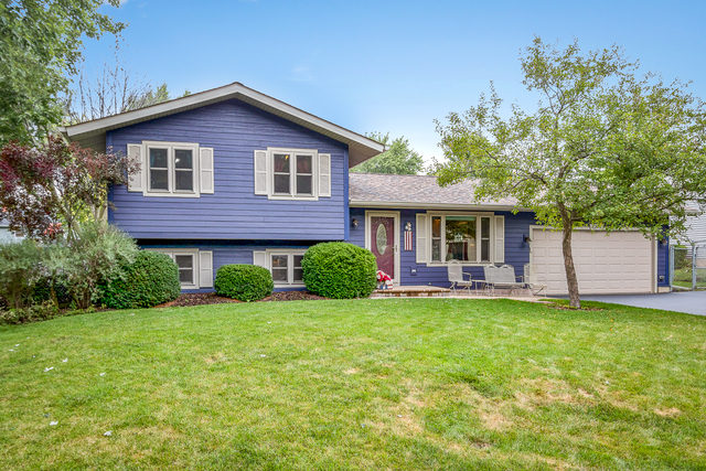 Photo for 2312 W Edgewood Lane, MCHENRY, IL 60051 (MLS # 10272122)