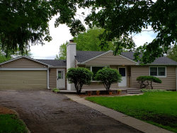 Photo of 370 W Woodworth Place, ROSELLE, IL 60172 (MLS # 10274537)