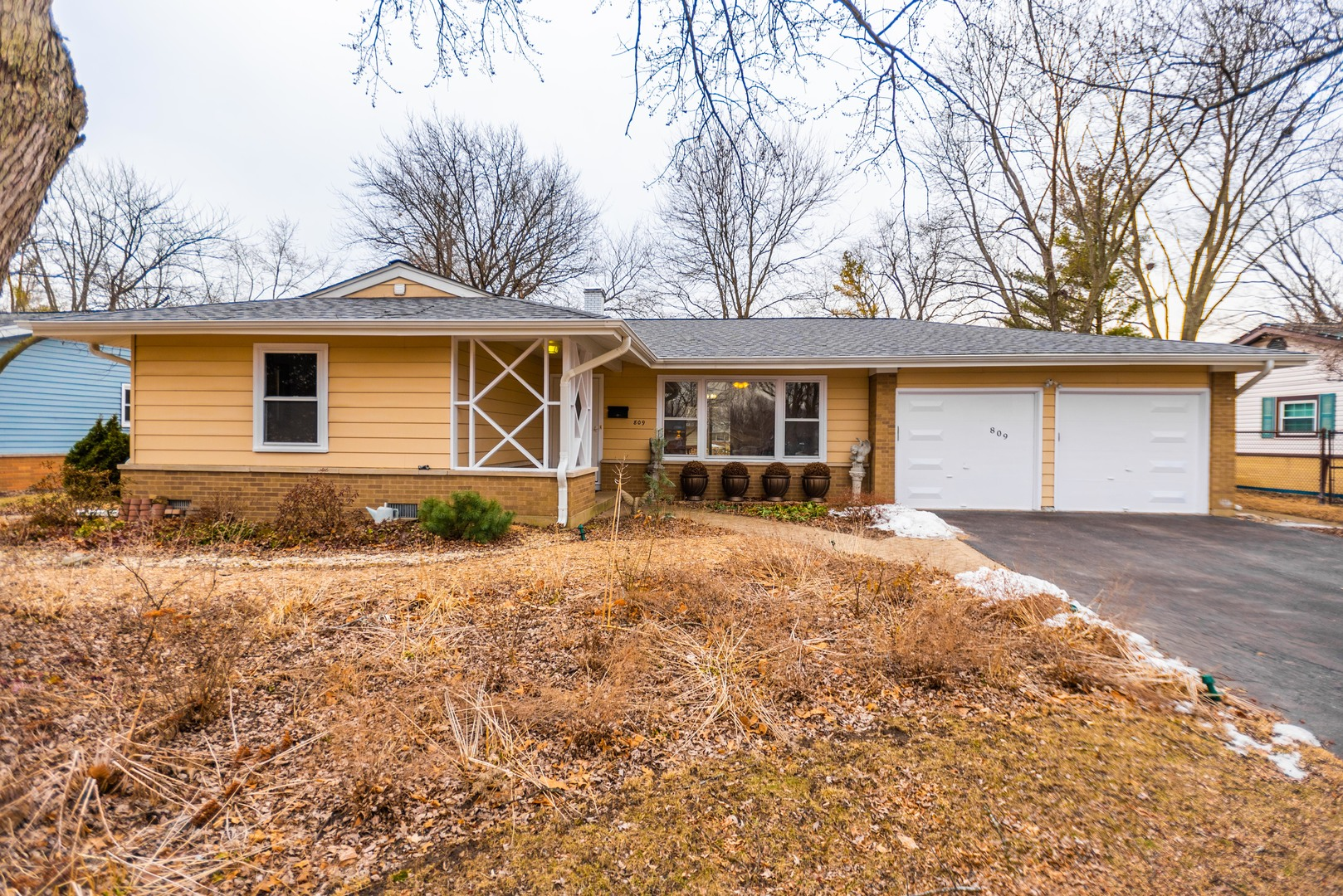 Photo for 809 Oxford Street, DOWNERS GROVE, IL 60516 (MLS # 10301808)