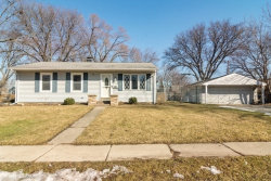 Photo of 208 Bernard Drive, BUFFALO GROVE, IL 60089 (MLS # 10307495)