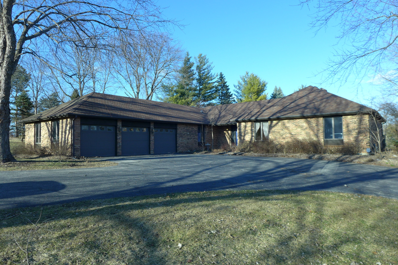 Photo for 7430 Cove Drive, CARY, IL 60013 (MLS # 10316471)