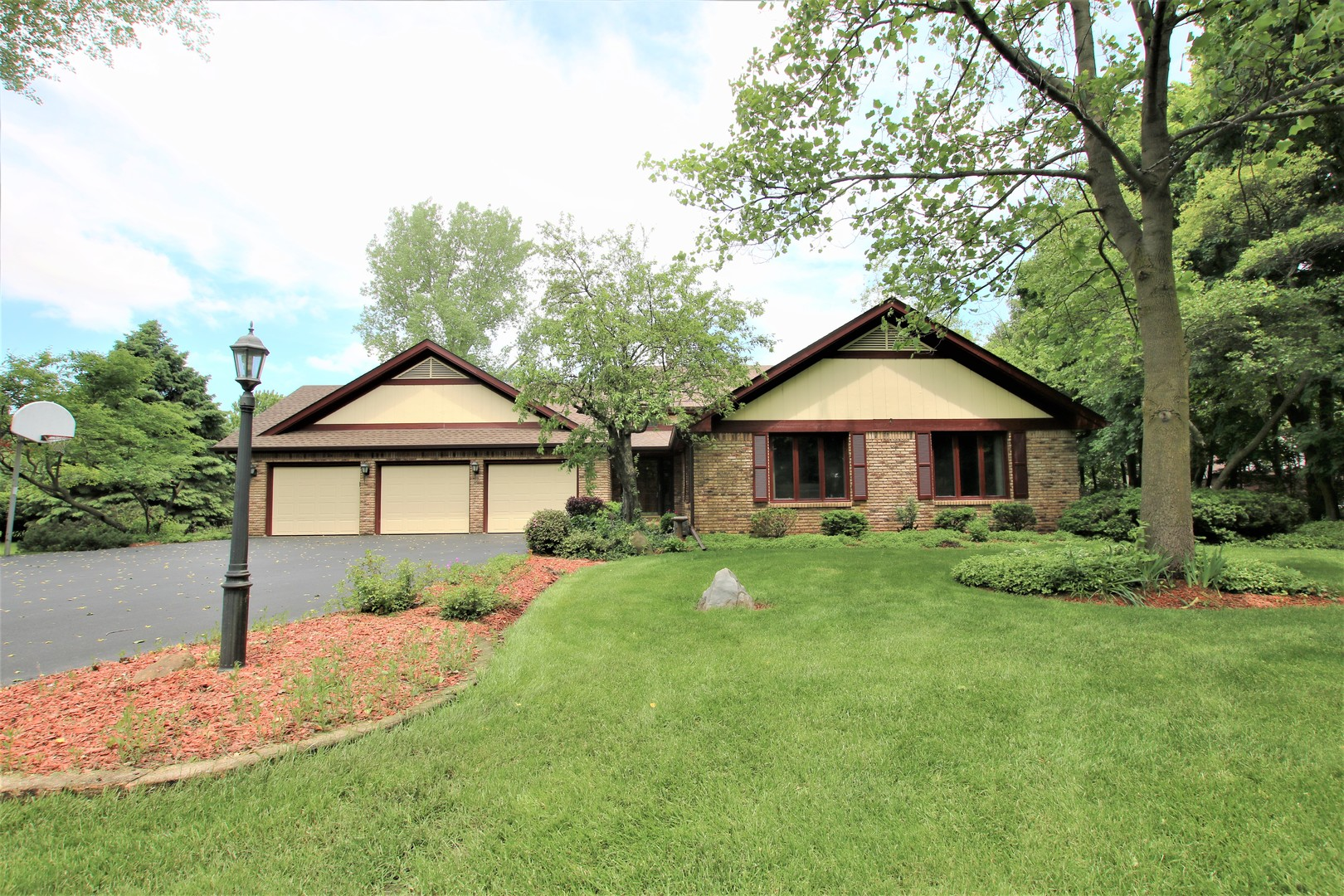 Photo for 18N509 Sleepy Hollow Lane, DUNDEE, IL 60118 (MLS # 10321675)