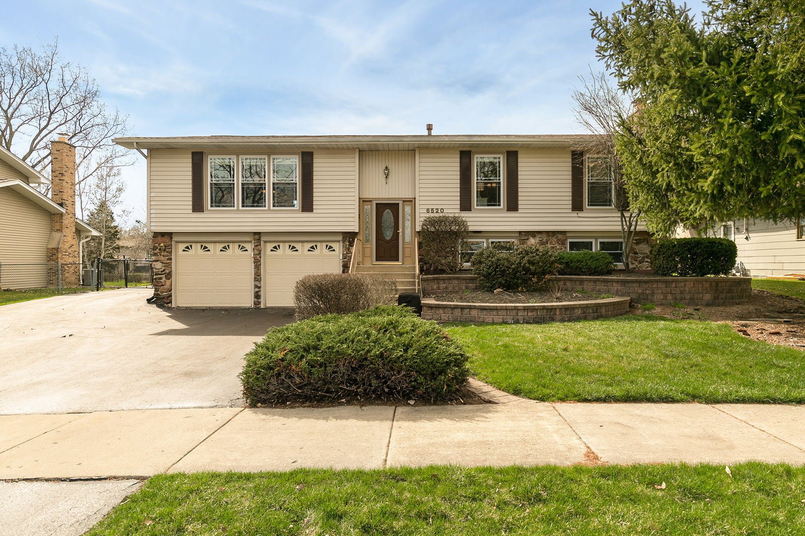 Photo for 6520 Powell Street, DOWNERS GROVE, IL 60516 (MLS # 10337443)