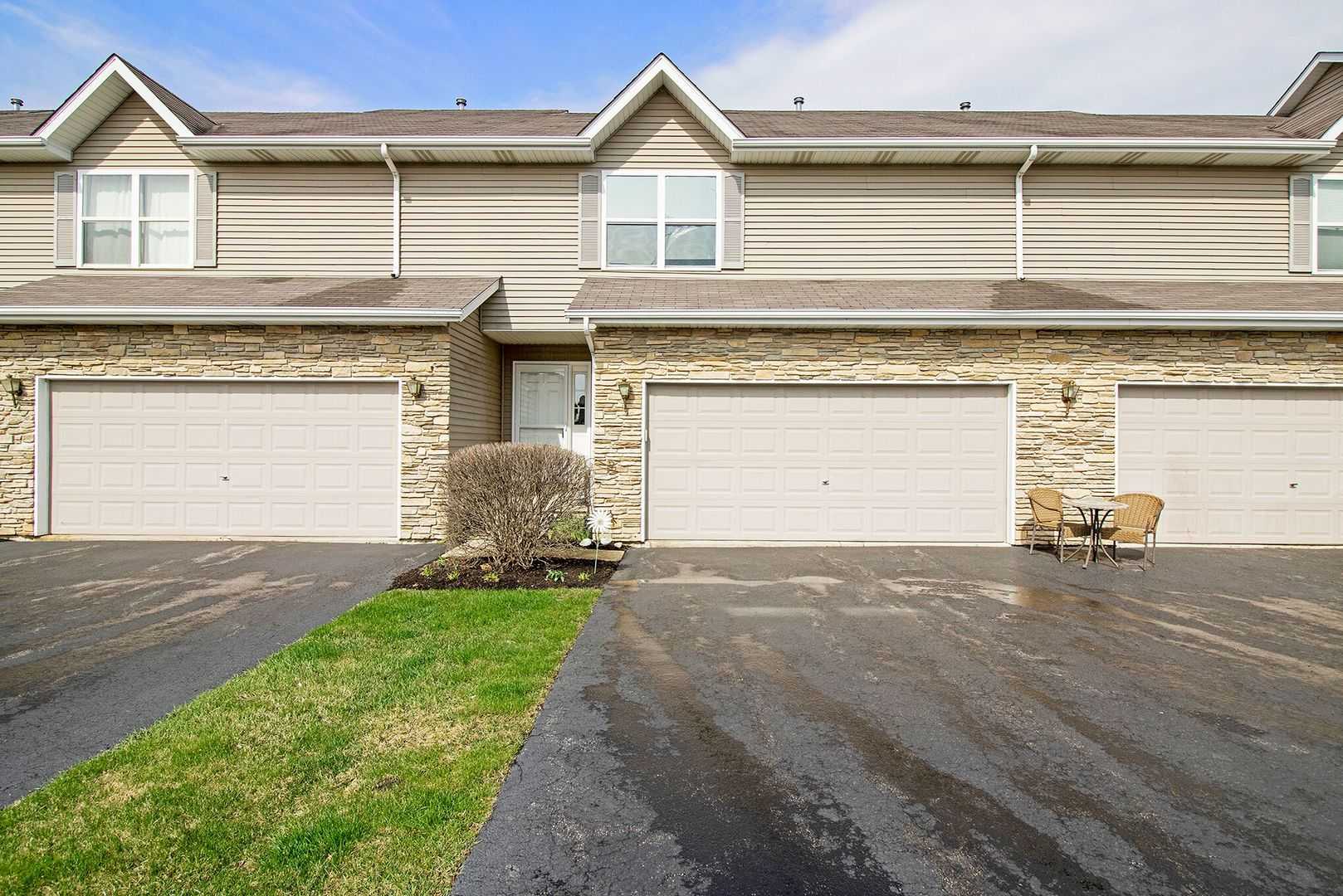 Photo for 1221 Alexandria Drive, Unit Number 1221, SYCAMORE, IL 60178 (MLS # 10341732)