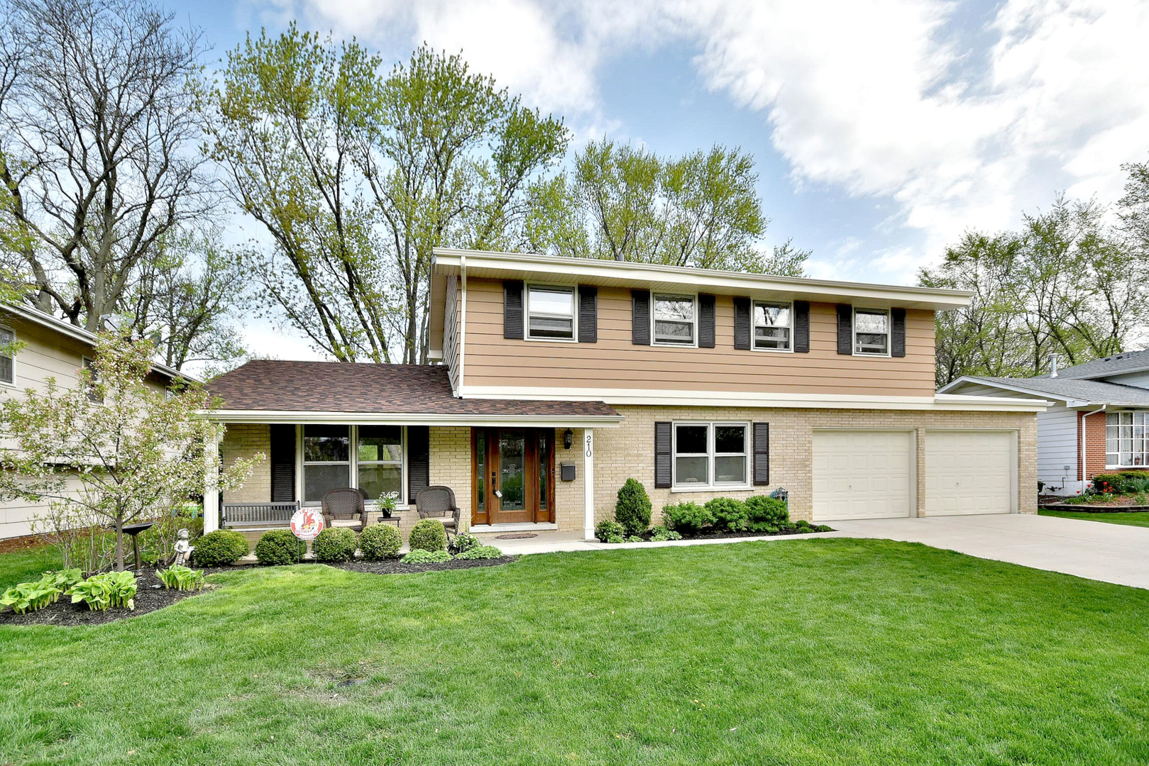 Photo for 210 56th Street, DOWNERS GROVE, IL 60516 (MLS # 10359960)