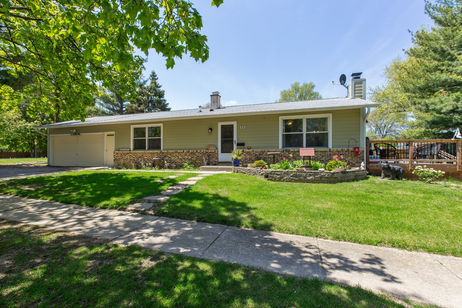 Photo for 10 N Wulff Street, CARY, IL 60013 (MLS # 10378222)
