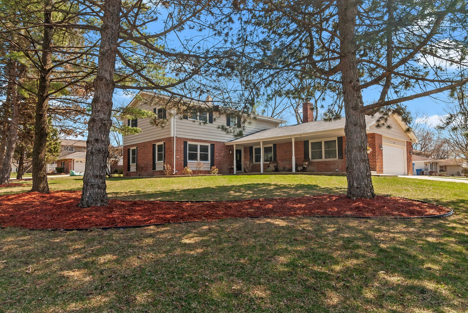 Photo for 7507 Rohrer Drive, DOWNERS GROVE, IL 60516 (MLS # 10379825)