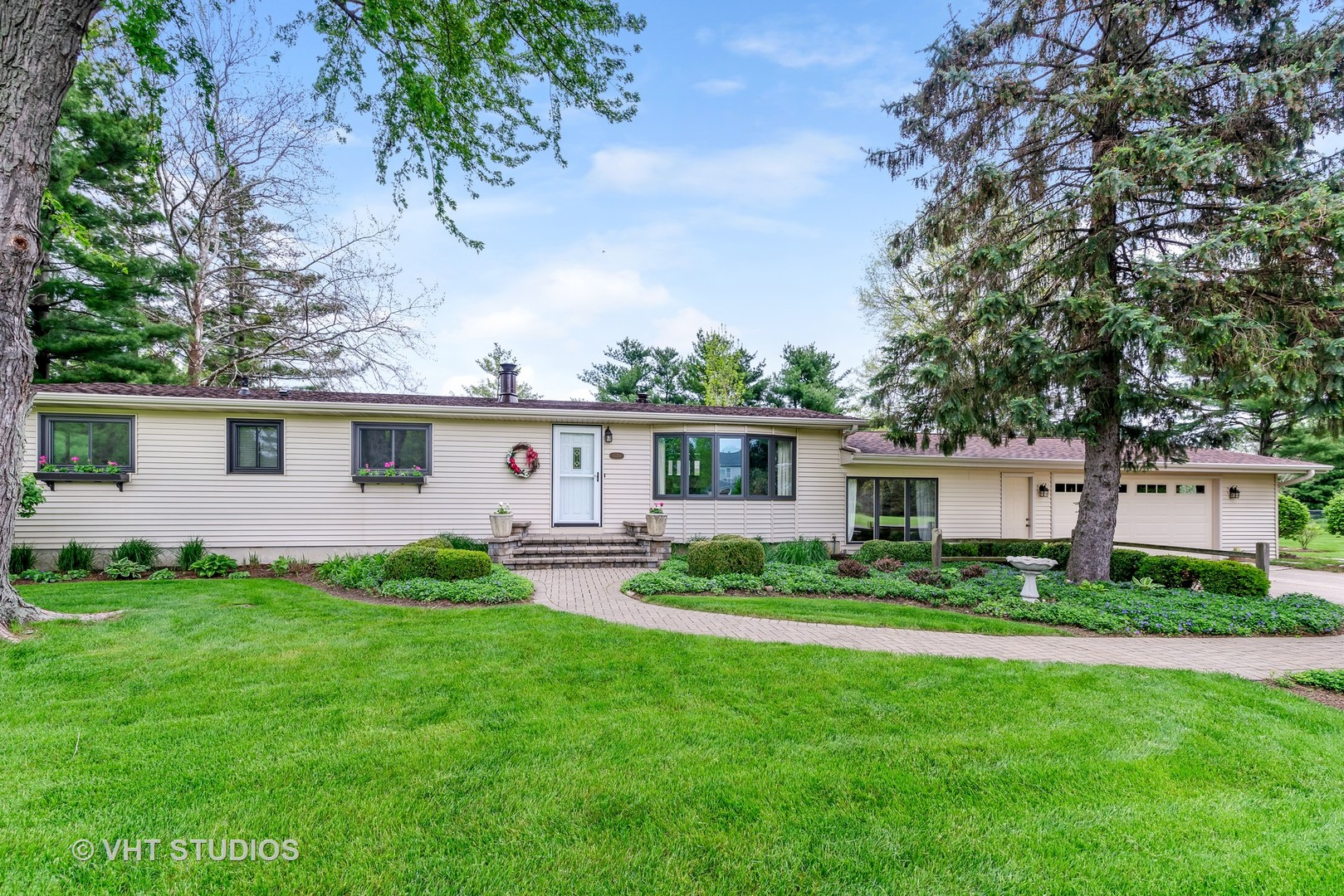 Photo for 12351 Twin Oaks Court, SYCAMORE, IL 60178 (MLS # 10389460)