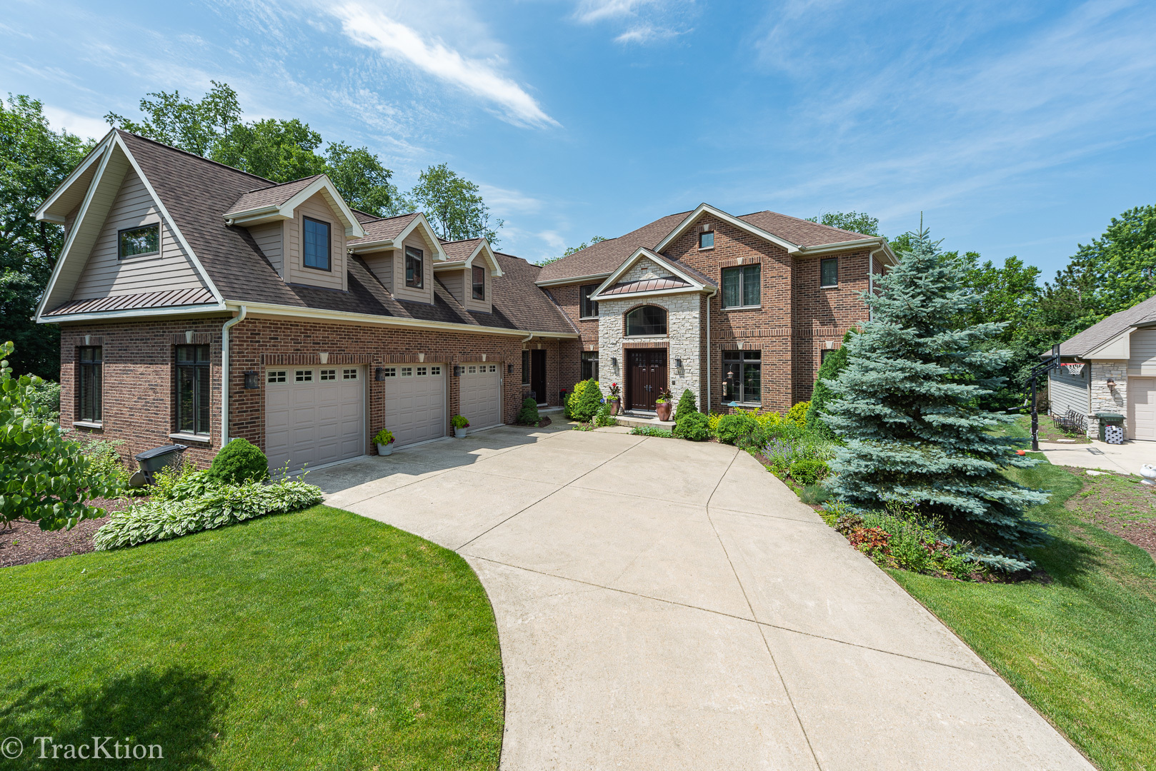 Photo for 1441 Parrish Court, DOWNERS GROVE, IL 60515 (MLS # 10394187)