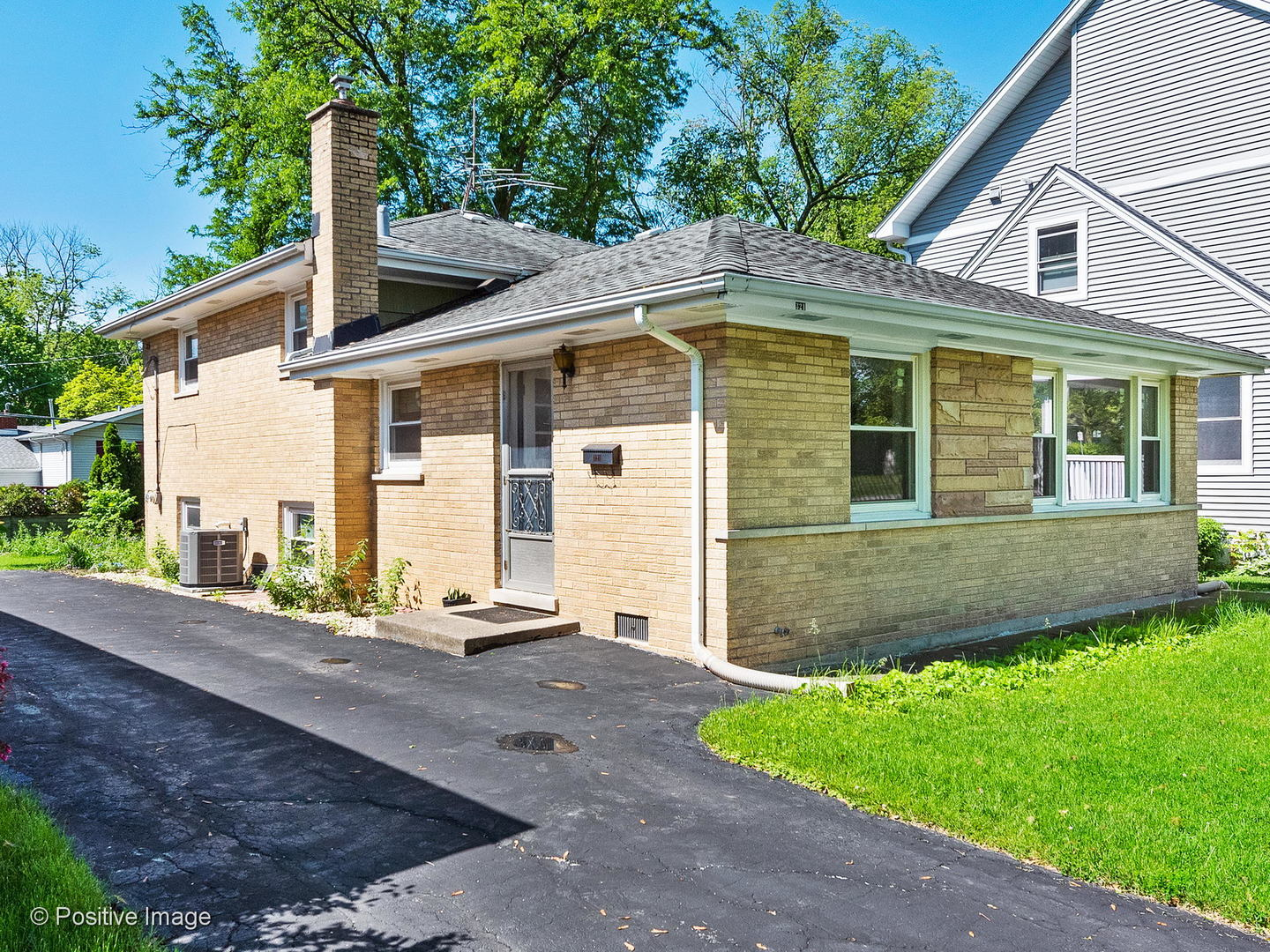 Photo for 321 Indianapolis Avenue, DOWNERS GROVE, IL 60515 (MLS # 10406923)