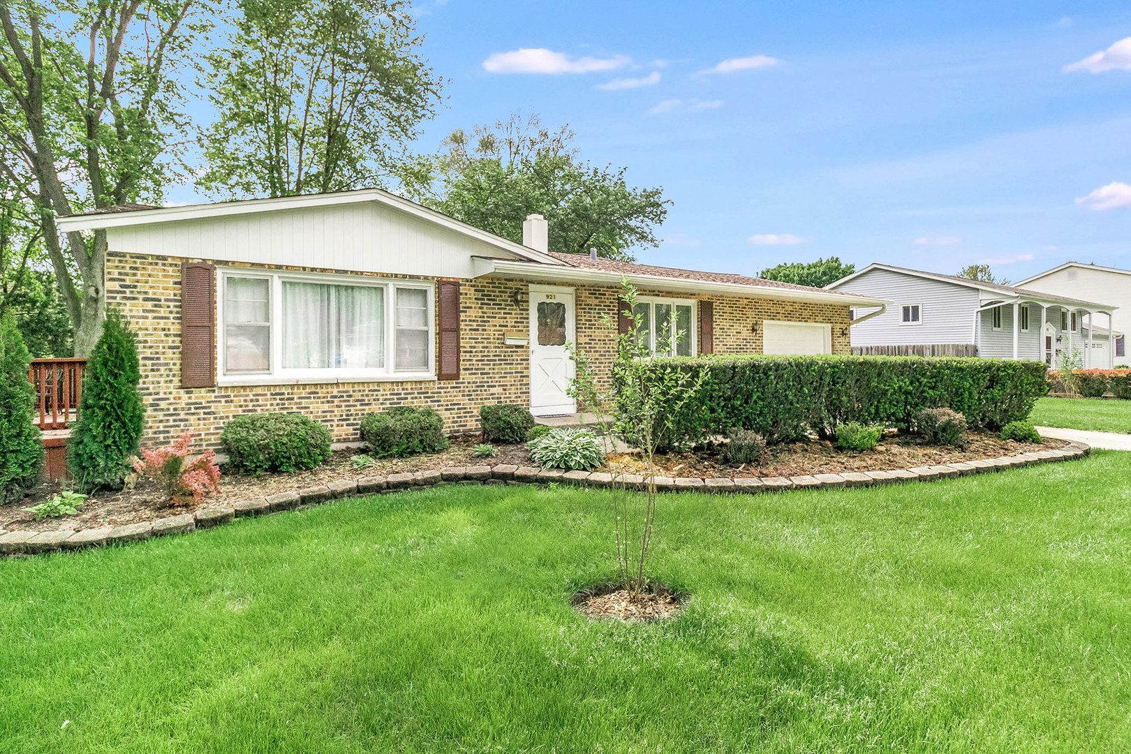 Photo for 921 S 10th Avenue, ST. CHARLES, IL 60174 (MLS # 10437172)