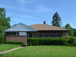 Photo of 890 Oakwood Court, DES PLAINES, IL 60016 (MLS # 10437497)