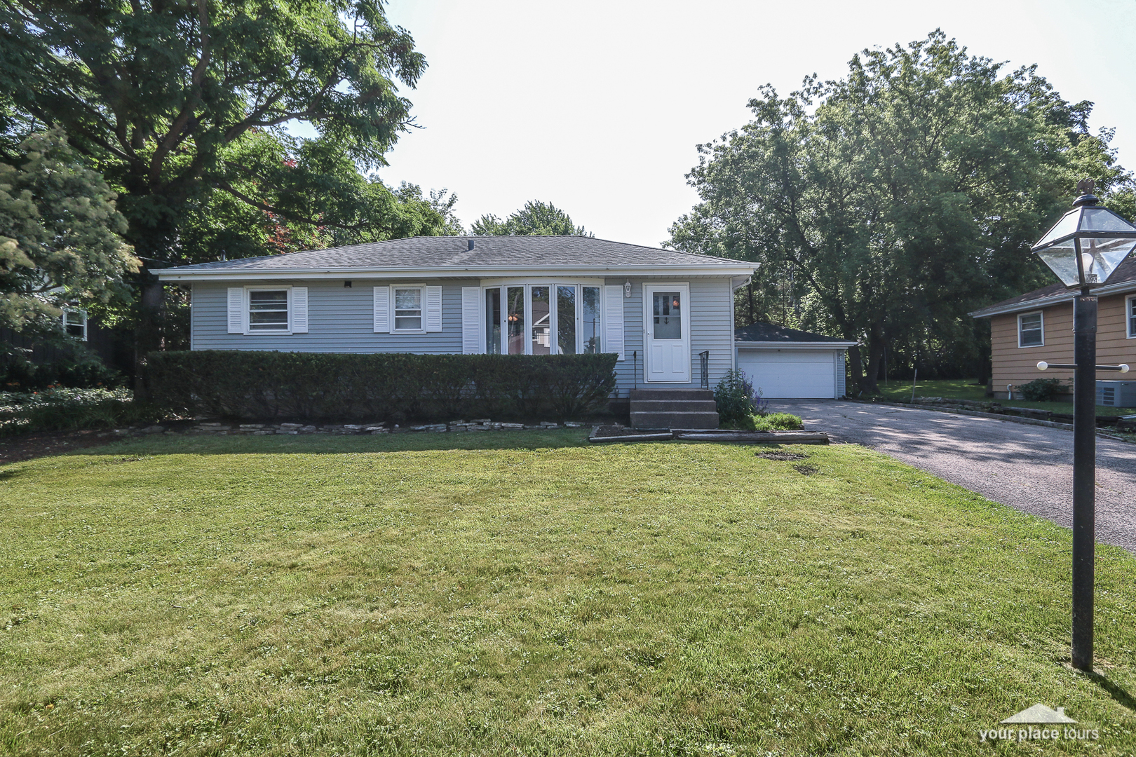 Photo for 4633 Roslyn Road, DOWNERS GROVE, IL 60515 (MLS # 10439811)