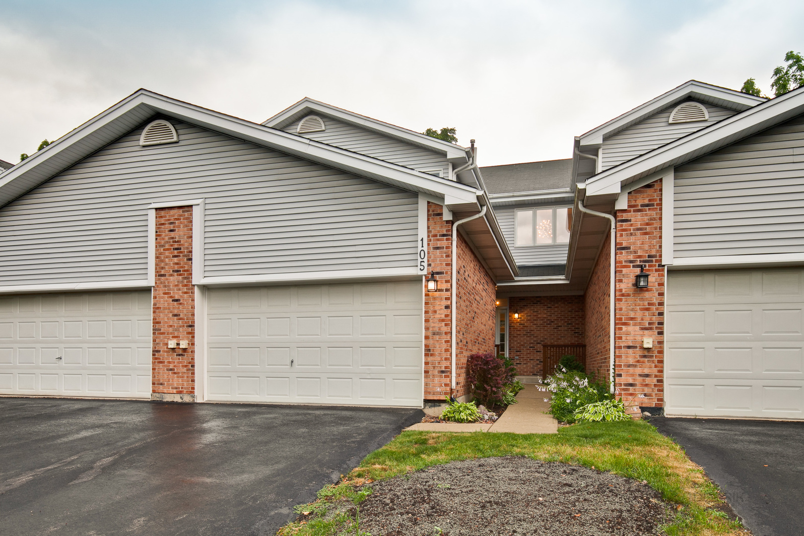Photo for 105 Charlotte Court, Unit Number 105, CARY, IL 60013 (MLS # 10457398)