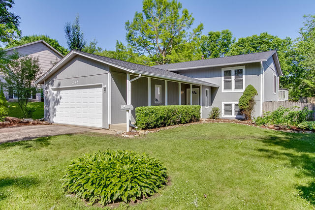 Photo for 232 Mary Lane, CARY, IL 60013 (MLS # 10463160)
